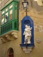 Corner statue + gallerija